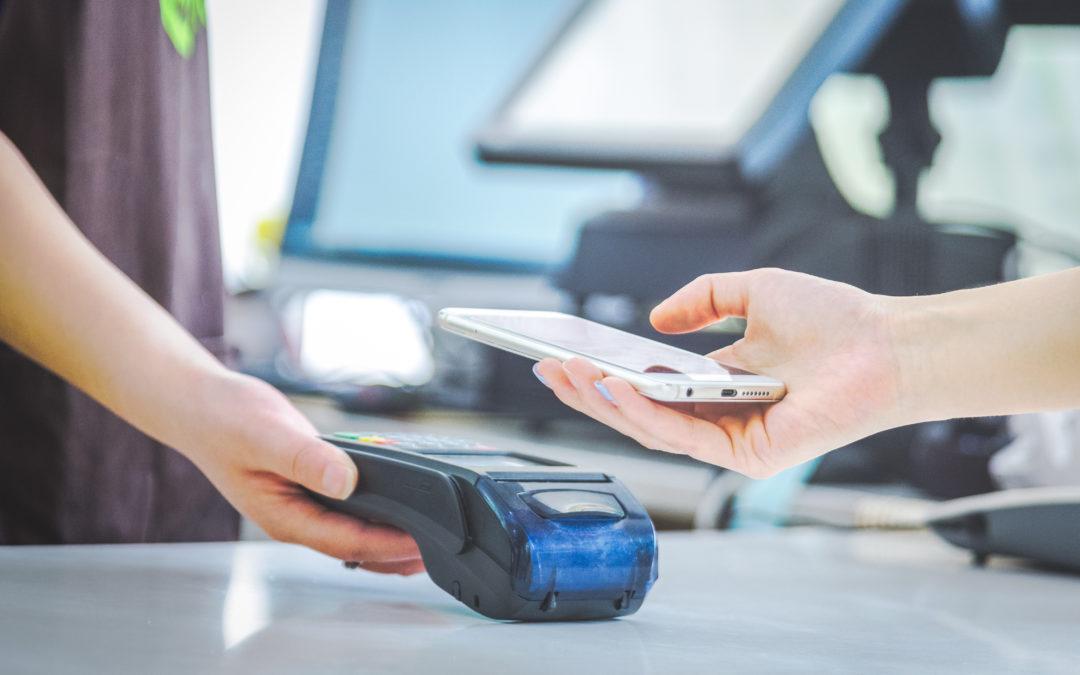 Pagar con el móvil. Consejos para hacerlo de forma segura.